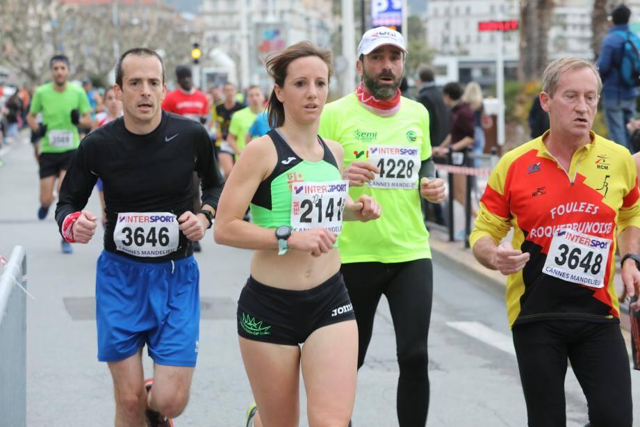 Des coureurs du 10 km et du semi marathon de Cannes.
