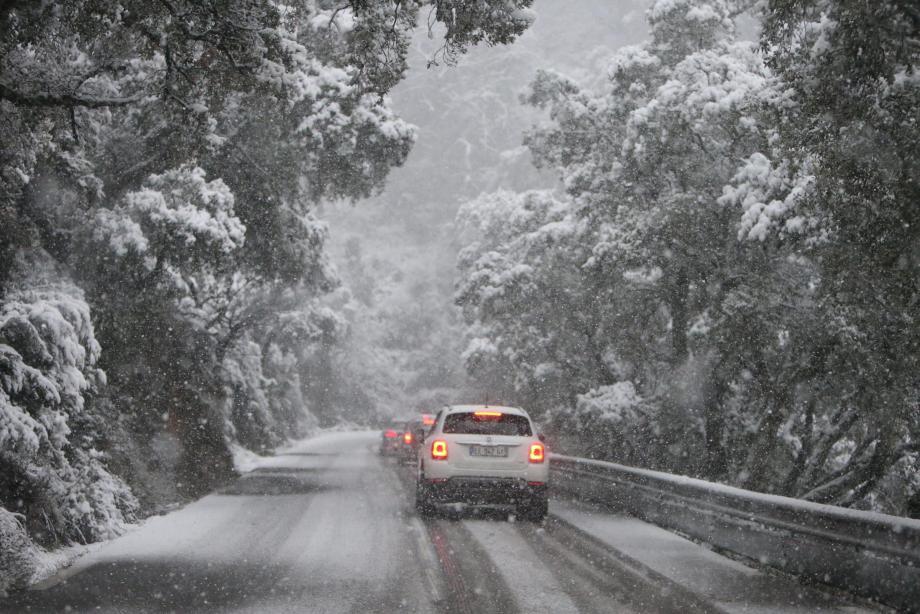 La neige recouvre le Var.