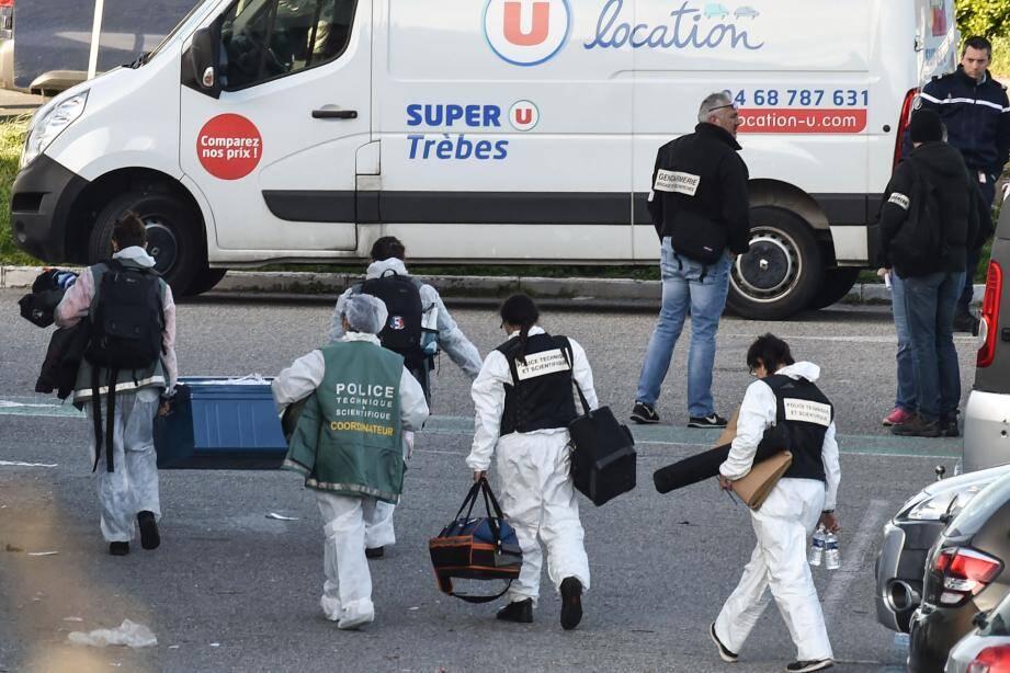 Le parking devant le Super U de Trèbes où a eu lieu la prise d'otages ce vendredi.