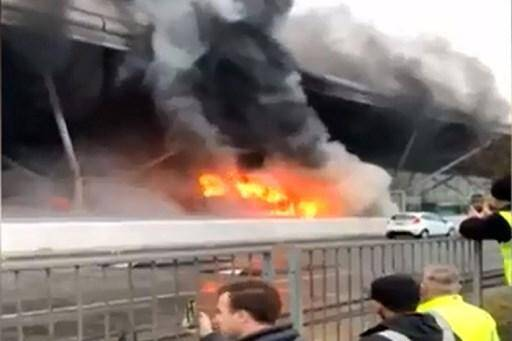 L'incendie accidentel d'une navette à l'aéroport londonien de Stansted