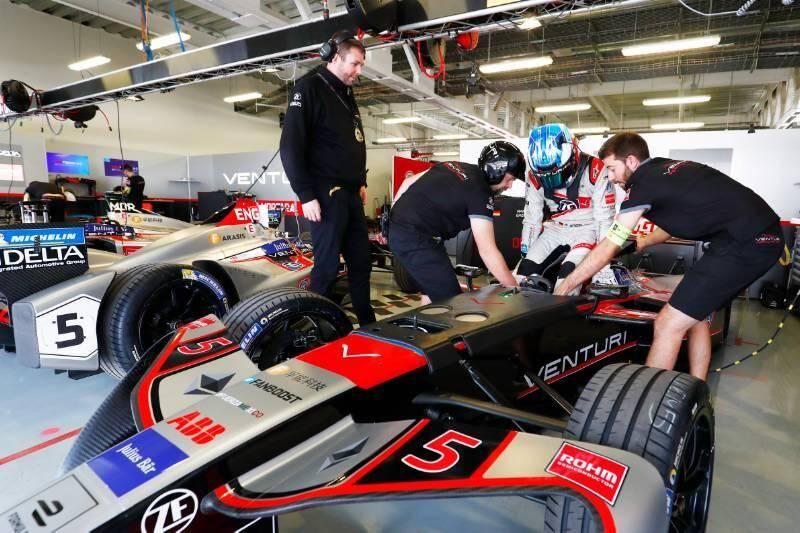 Entre deux courses de Formule E, l'équipe Venturi prépare la relève.
