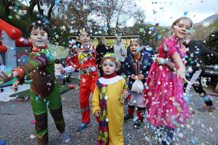 Pluie de confettis pour tous les participants, petits et grands.