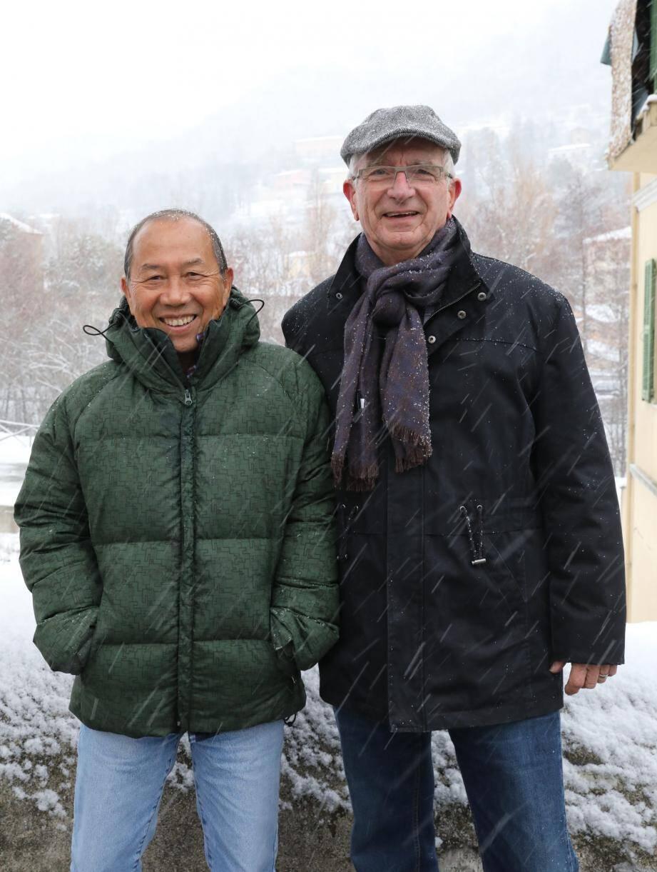 Ho Hai Quang, arrivé hier de la Réunion, et son ami sospellois Georges Eberhardt, l'un des responsables du cinéma de Sospel.