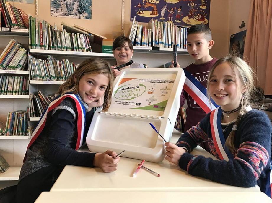 Les jeunes élus du conseil municipal des enfants se sont associés à la collecte des stylos mise en place au début du mois de janvier par l'école maternelle Simon-Lorière.