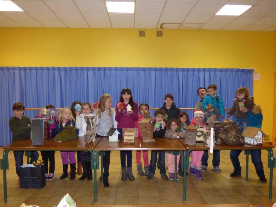 Les enfants ont présenté leurs œuvres.
