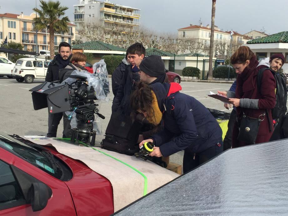 L'équipe de Sensito films en action sur le parking du Vieux-Port : moteur!