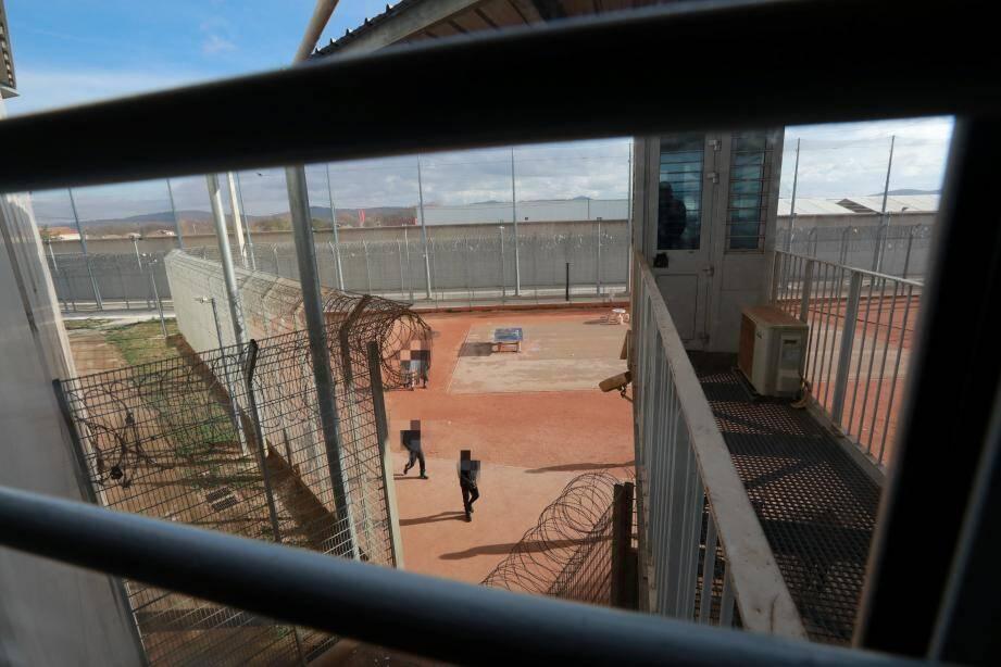 La cour de la prison de La Farlède.