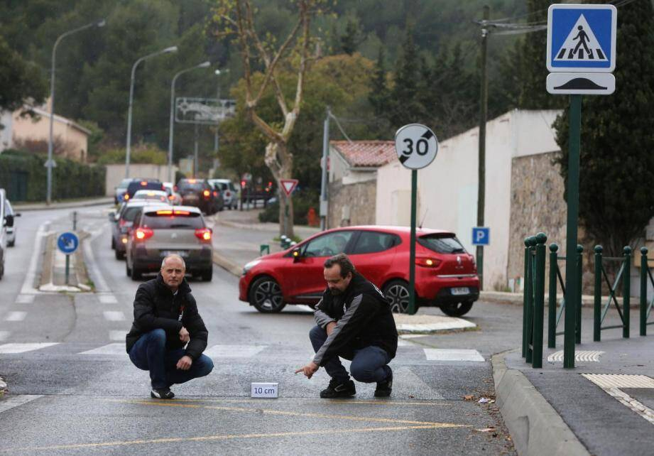 Thierry Modolo (à gauche), ici en compagnie du coordinateur de la Fédération française des motards en colère José Loubry, s'est fait connaître pour sa croisade contre les ralentisseurs.