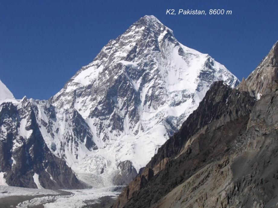 Le K2, 2e montagne la plus haute du monde, au Pakistan (NW de la chaîne de l'Himalaya-Karakorum) est emblématique du cycle de la tectonique des plaques qui s'achève par la collision (et donc l'accolement) des grandes masses continentales. (DR)