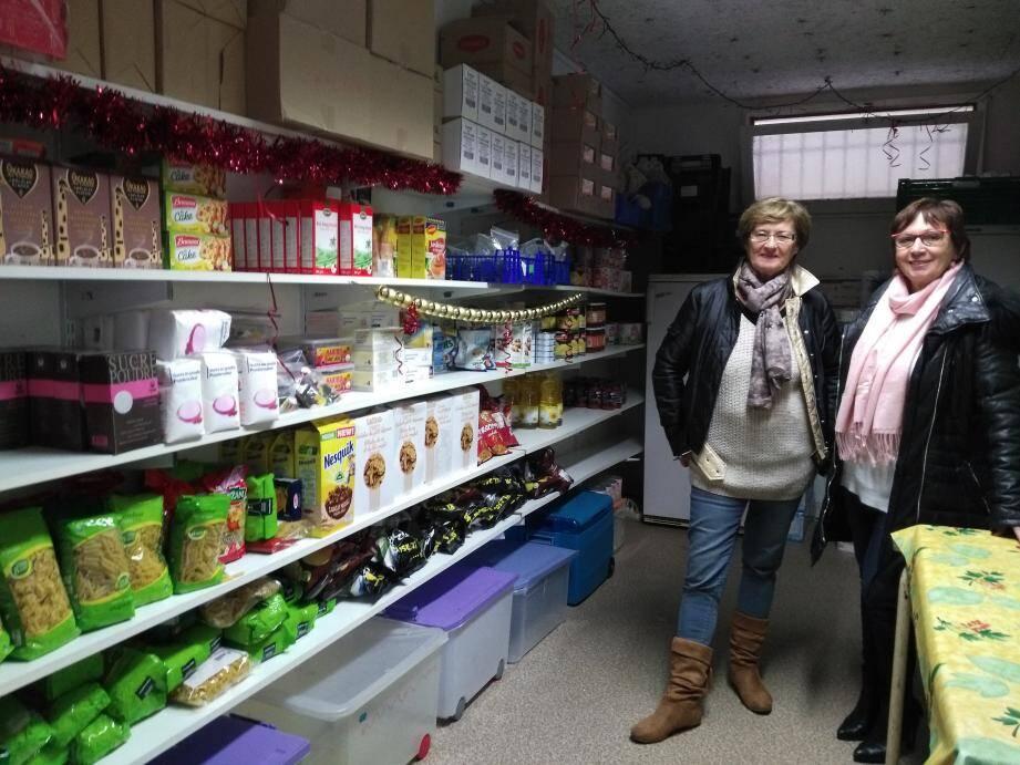 L'ensemble des objets mis à la vente à prix très réduits provient de dons de particuliers. Ci-dessus : la présidente Marie-Christine Catoire (à droite) et Jacqueline Gries, la trésorière.