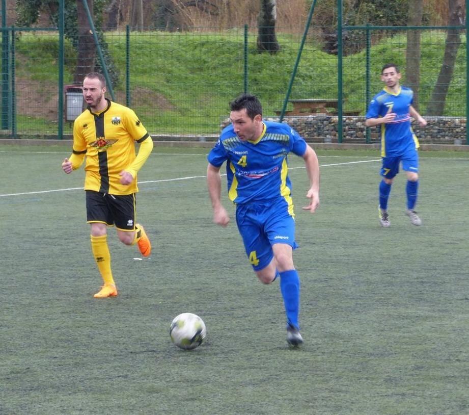 Avec une défense complètement remaniée Boris Pautasso (ballon) et Thomas Trougnac vont devoir redoubler d'efforts.