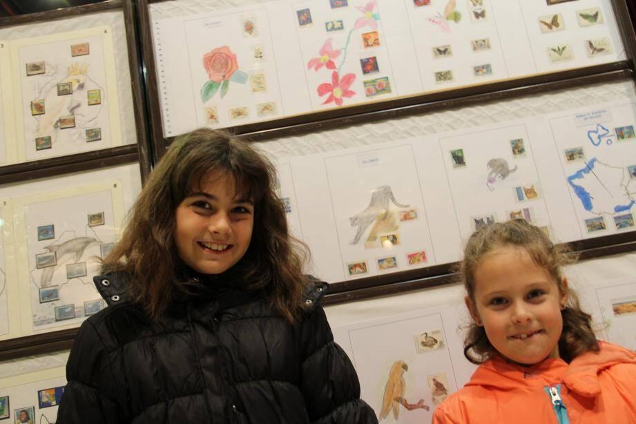 Les deux cousines, Maëlle et Lucie, présentent leurs collections.