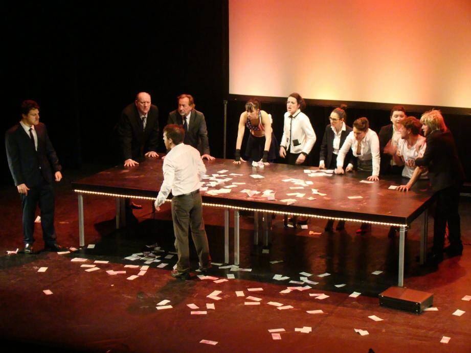 Le Tartuffe revisité par la compagnie de L'Étreinte a fait salle comble, vendredi soir.