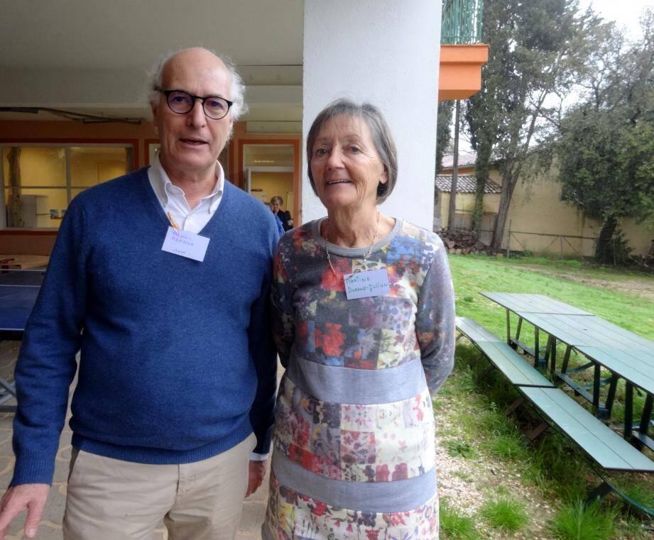 Frédéric Rerolle, vice-président, et Martine Durand-Jullien, présidente de l'association Homéopathes sans frontières France, espèrent recueillir assez de dons pour « installer un laboratoire au Bénin, afin de fournir l'Afrique de l'ouest ».