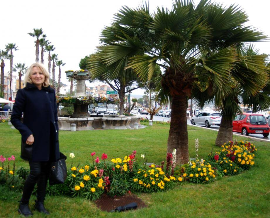 Pascale Bertoniri, déléguée à l'embellissement de la ville, organise un grand concours de balcons et jardins fleuris.
