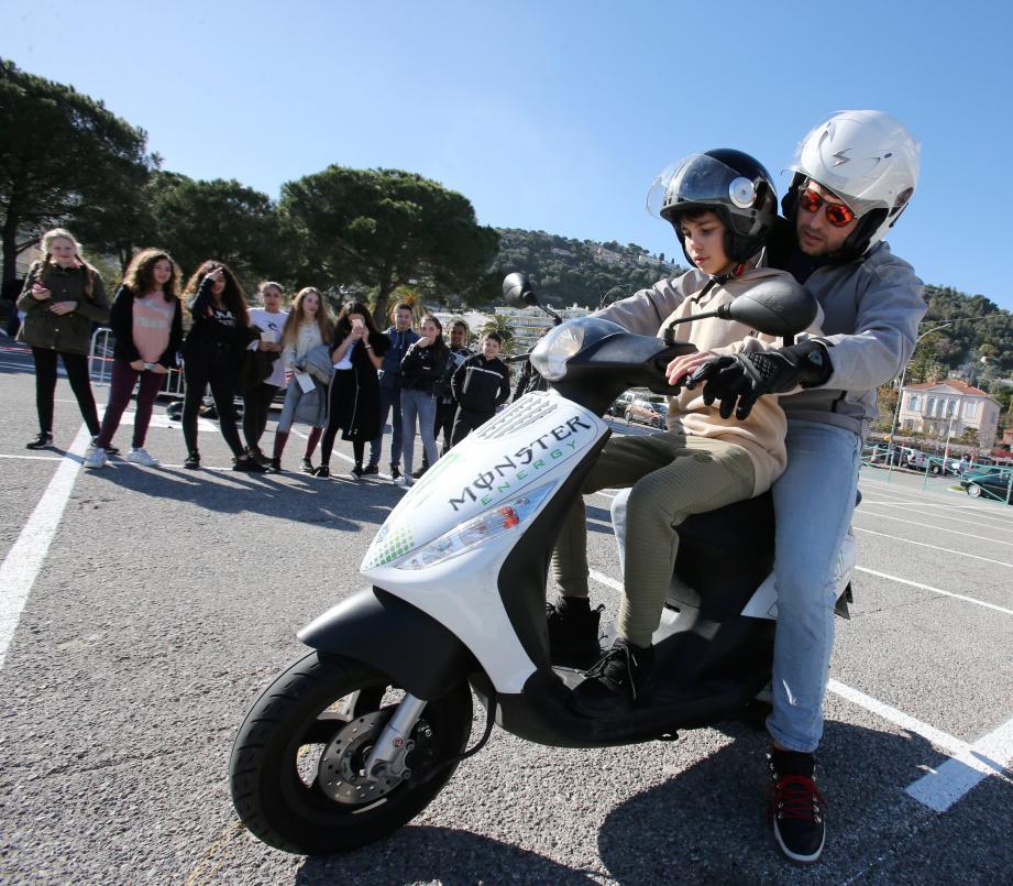 Alors qu'ils doivent passer sous peu les épreuves de l'Attestation scolaire de sécurité routière de niveau 1, les élèves de 5e du collège André-Maurois ont été sensibilisés aux risques de la conduite. Avant même d'en avoir le droit.
