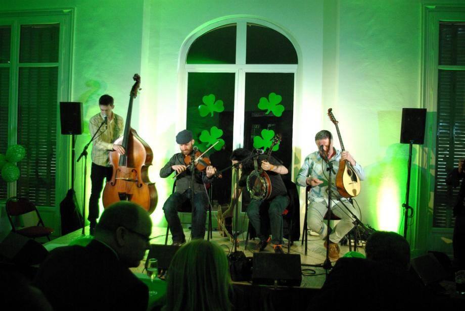 L'an dernier, le groupe Fiddle Case avait assuré l'ambiance. Comptez cette année sur Dubh Linn.