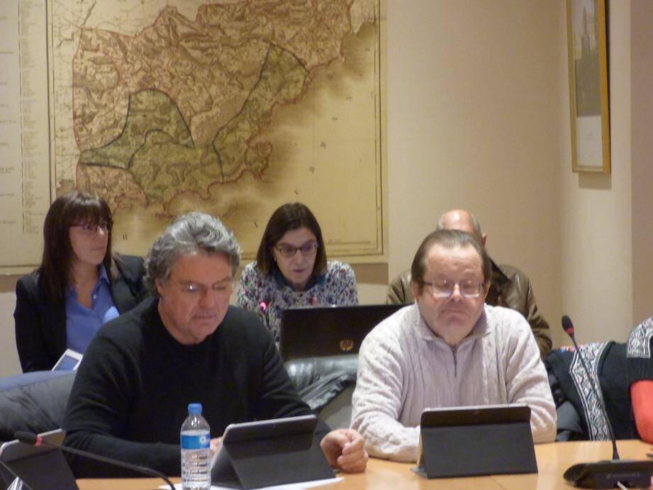 Une consultante extérieure (au centre en arrière plan) a été mandatée pour étudier le budget communal.