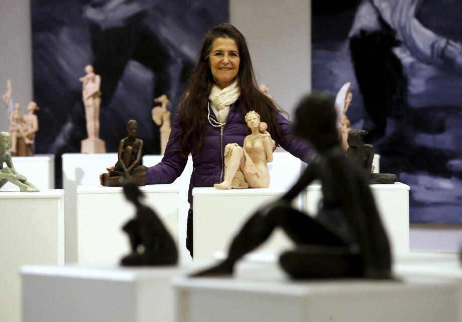 Elisheva et ses sculptures de femme (ci-dessus), Agnès Doneau et ses tableaux de corps d'hommes : une belle complémentarité dans cette exposition proposée à la galerie du Palais de l'Europe.