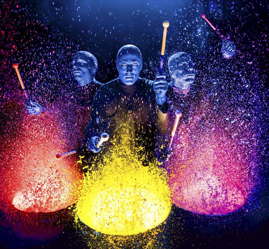 Entre concert et performance artistique, les artistes du « Blue Man Group » donneront un show inédit dans la Salle Garnier.