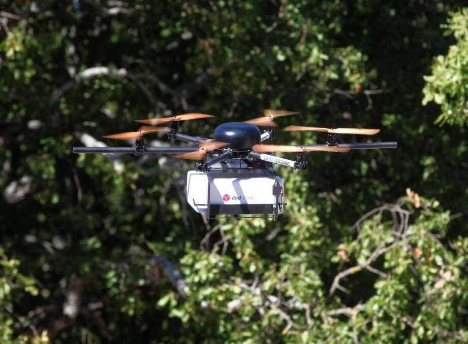 Opérationnel depuis 2016, ce drone sert principalement à sécuriser les 500 km de routes départementales exposées aux chutes de pierres. (DR)