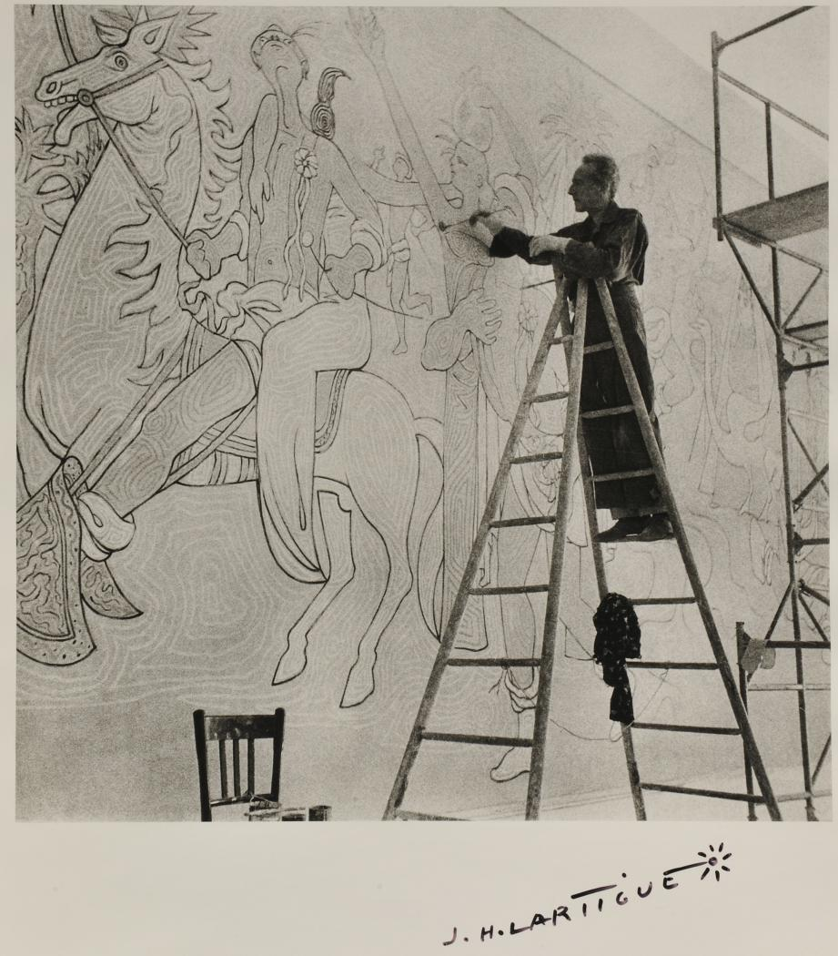 Ce cliché de Jean Cocteau sur les échafaudages a été pris par le grand photographe Jacques-Henri Lartigue.(DR)