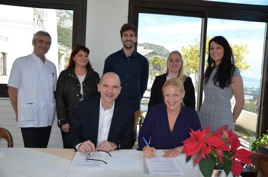 Franck Pouilly et Isabelle Morens ont signé la convention à Font Divina, en présence de leur équipe et du Dr François Gross.