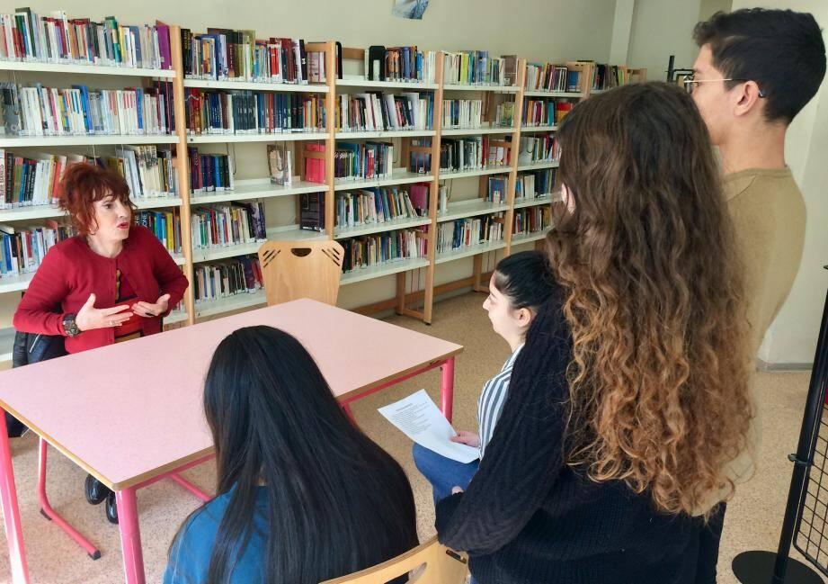 Noëlle Perna, interprète de Mado la Niçoise, a répondu aux questions d'un groupe d'élèves de 3e du collège Risso.
