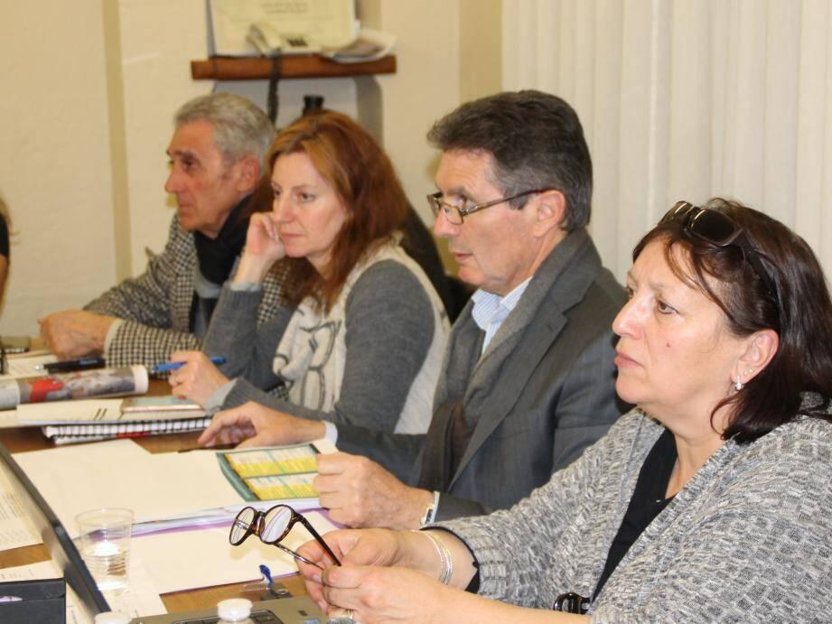 Le maire Gérald Lombardo a présenté des précisions sur l'élaboration du budget 2018 de la commune, malgré un désengagement des aides de l'État, un taux de fiscalité maîtrisé, des investissements maintenus.
