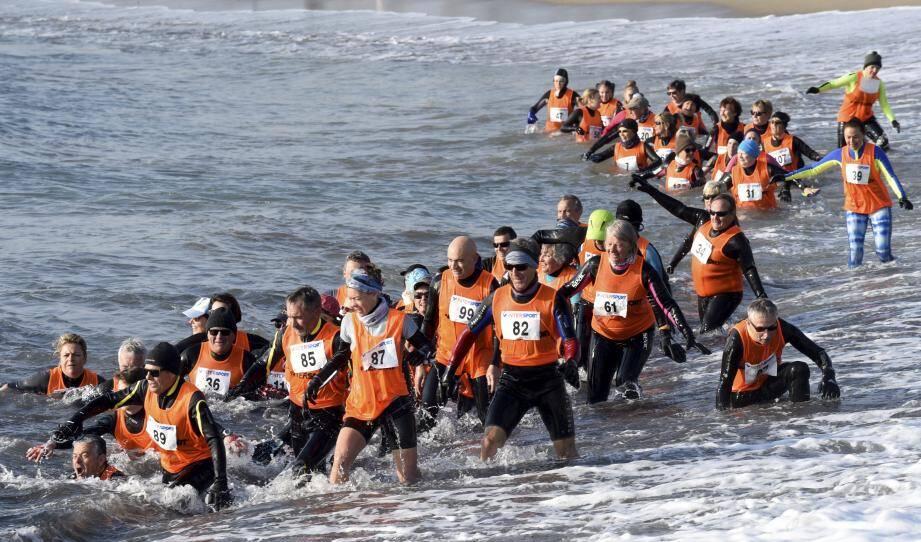 Les courageux longeurs ont bravé une mer démontée pour la première épreuve de printemps.