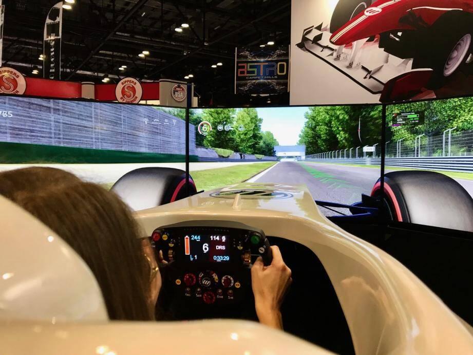 Jouez-là comme Vettel ou Hamilton sur le simulateur de Formule 1.