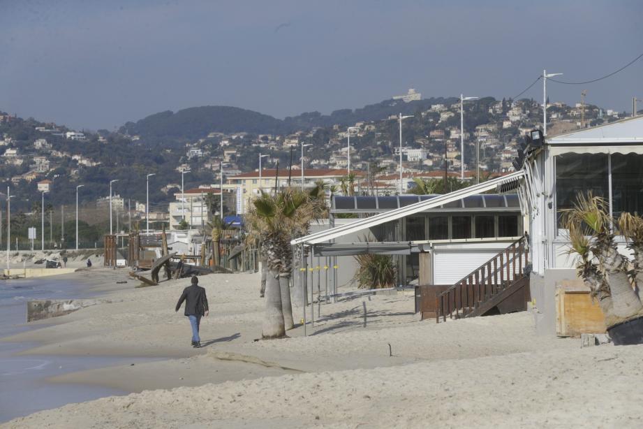 Les plages privées de l'épi Lutetia ont donc été condamnée par le tribunal administratif de Nice. Le jugement précise que les établissement doivent disparaître dans les trois mois.