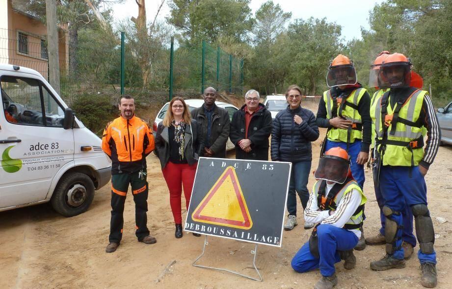 L'équipe des forestiers de l'ADCE83 a été remerciée par les représentants de la ville.