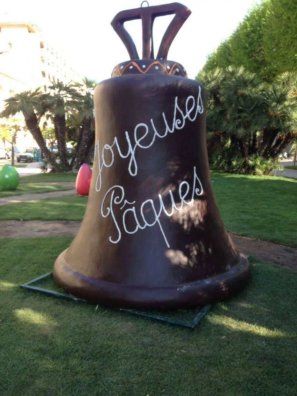 Une cloche de Pâques installée aux jardins Biovès de Menton.(DR)