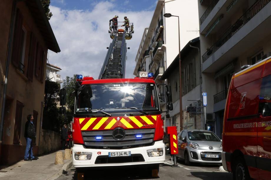 Les pompiers antibois ont eu besoin d'une heure environ pour intervenir.