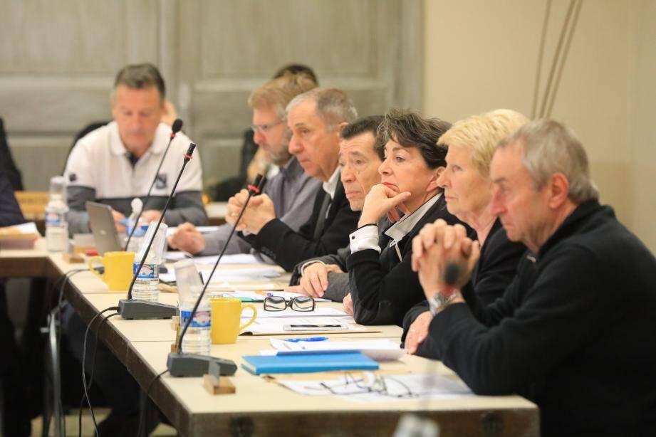 Le conseil municipal a rapidement délibéré, ce vendredi, salle Gavoty.