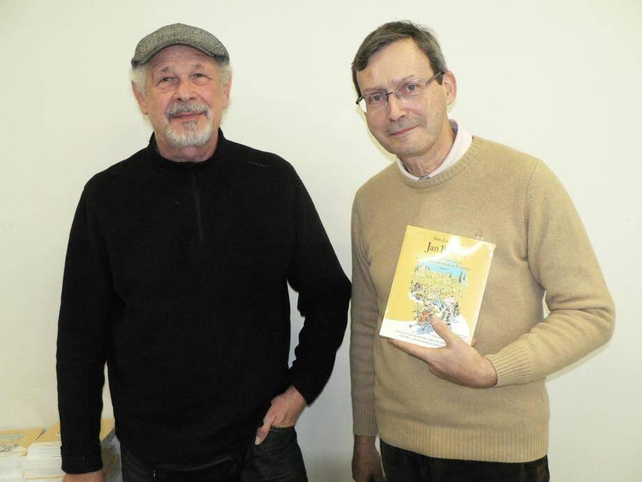 Accompagné de Patrick Meyer (à gauche), Jean-Luc Domenge a présenté son livre à la médiathèque de Chabran.