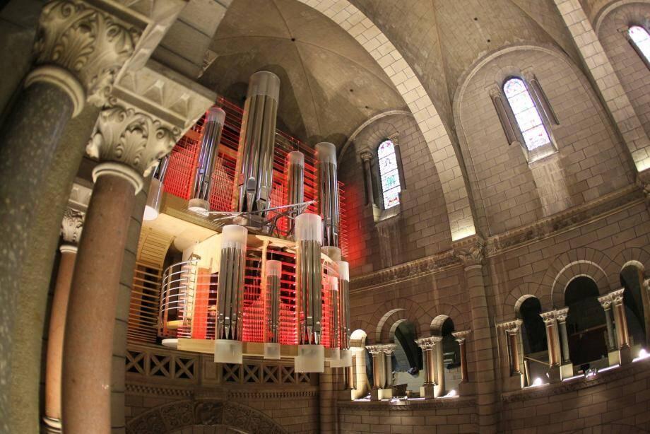 Une fois n'est pas coutume, les bancs seront tournés en direction du grand orgue, qui devrait, sous le jeu des lumières, être un acteur important du spectacle.