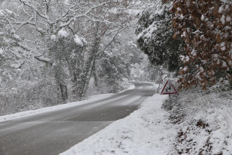 La neige à Brignoles. Illustration.