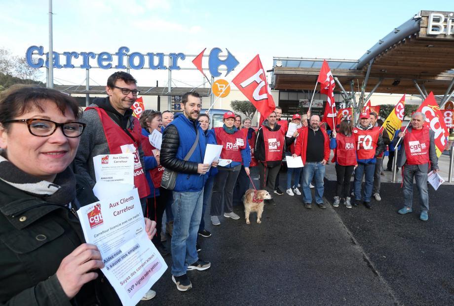 Grève au Carrefour de Draguignan Salamandrier.