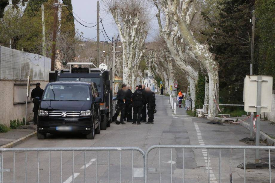 D'importants moyens ont été déployés devant les locaux de France 3.