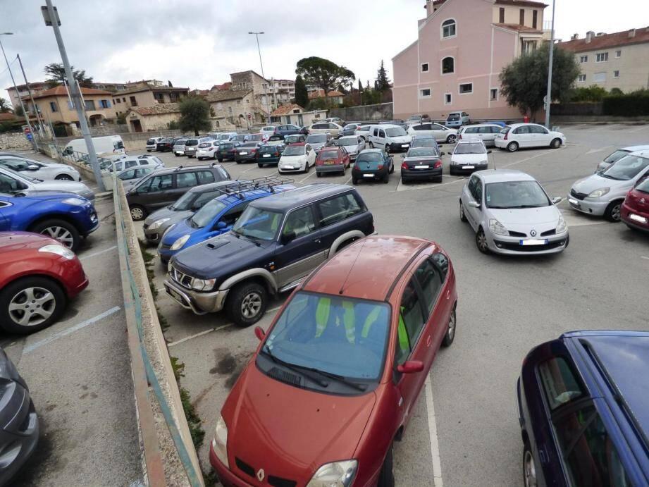 Les moins favorisés des Vençois pourront continuer à se garer gratuitement sur le parking de la Ferrage-piscine.