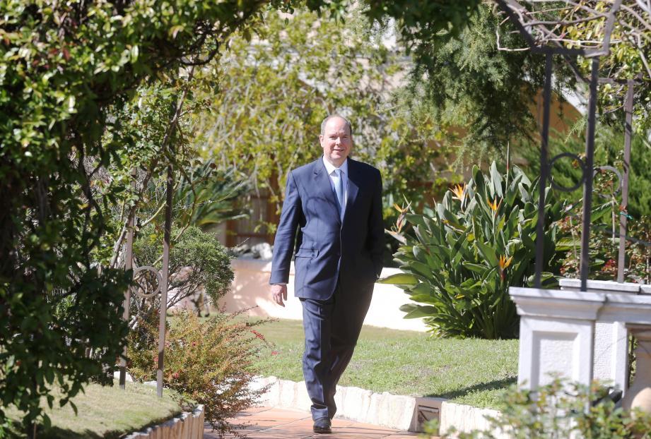 Le prince Albert II, ce mardi matin dans les jardins du Palais: