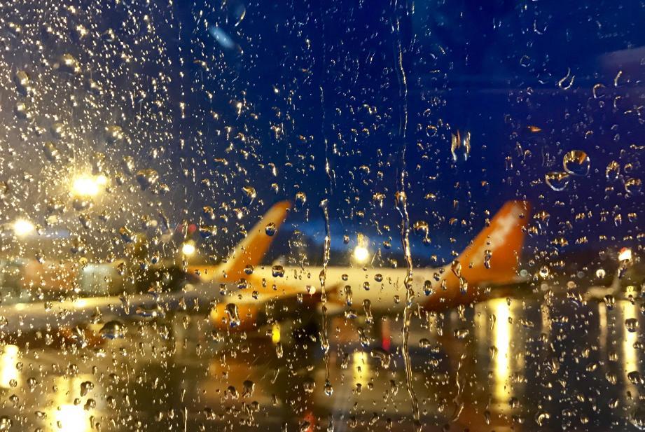 Les orages qui s'abattent sur la Côte d'Azur perturbent le trafic aérien de l'aéroport de Nice.