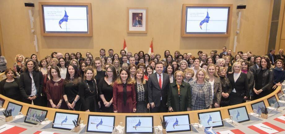 Une centaine de femmes ont été mises à l'honneur dans l'hémicycle.