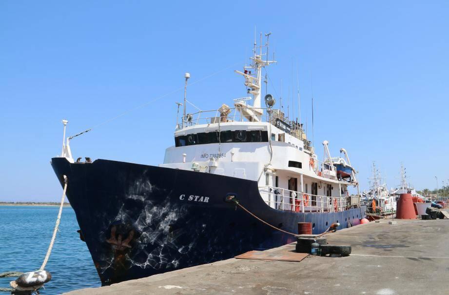 Le C-Star à Chypre, juste après l'arrestation du capitaine et de son équipage.