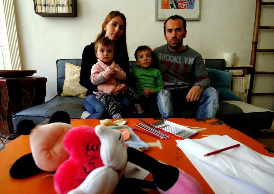 Une famille albanaise sur le point d'être expulsée aidée par des parents d'élèves de l'école du port à Nice.