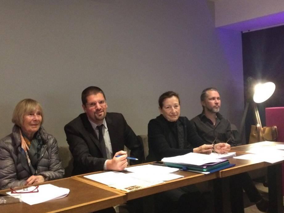 """Les bénévoles de l'association """"Tous citoyens!"""": Cathie Lipszyc, David Nakache, Me Mireille Damiano et Yoan Léveillé."""