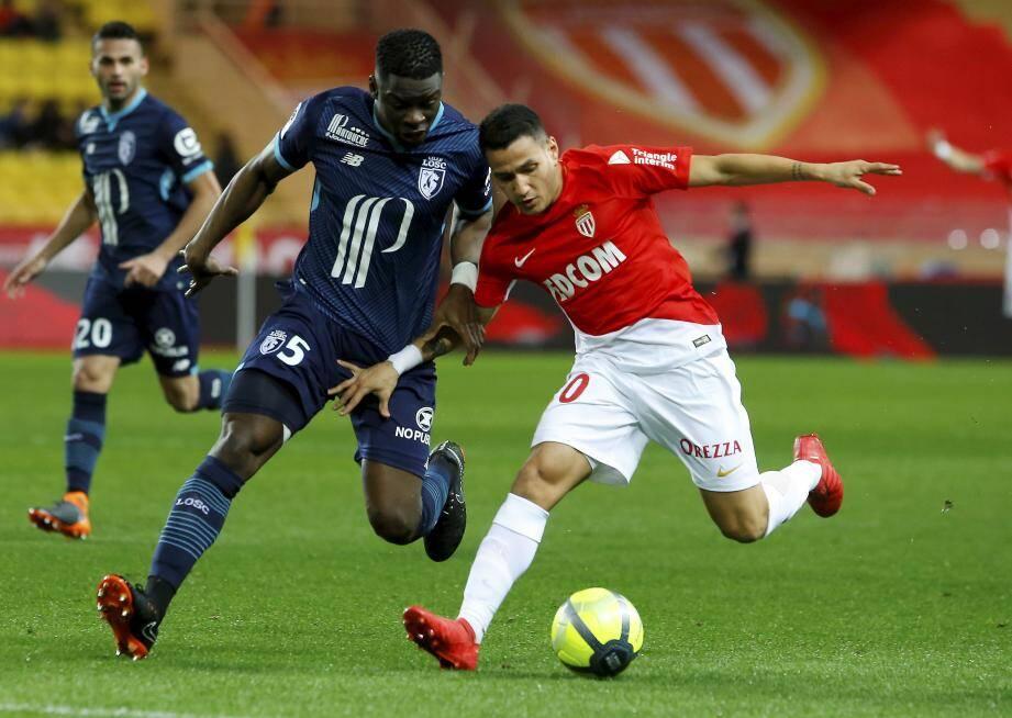 Alors que Marseille et Lyon s'affrontent dimanche au Vélodrome (21h), avec ce résultat, Monaco accentue pour l'heure son avance sur ses deux concurrents directs dans la course à la 2e place.