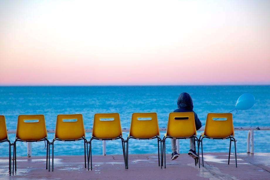 Chaises jaunes sur le Prom.